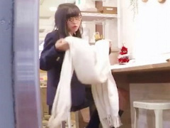 アイドル系ビジュアル女子校生の紺ソ×美脚×サテンパンチラ