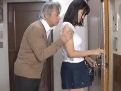美少女×肉便器 彼氏と同棲するお姉さんが隣人のオジサンに襲われ強姦され...