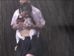 びしょ濡れずぶ濡れJKを野外露出青姦レイプでめちゃくちゃに犯すひどいお...