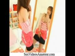 鏡に映った自分を見ながらオナニーを始めるムチムチ巨乳の浜崎りお!
