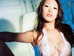 妖艶なフェロモンを撒き散らす、巨乳美熟女とスイートルームの一室で生挿...