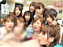 超豪華S級女優たちが1つのチンポをシェアして時には奪い合う!