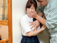 レイプ 上司の自宅で上司の可愛い娘に襲いかかる鬼畜男がバレないように何...
