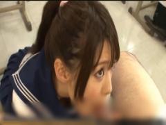 ち○ぽが好きすぎるJKが授業中にち○ぽをフェラ!