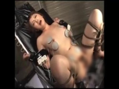 拷問×アクメ×膣破壊 超激ピストンでおマンコ破壊される美女 連続アクメで...