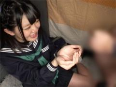 観光地で見つけた女子校生の掌にセンズリザーメン発射! ほしのしほ