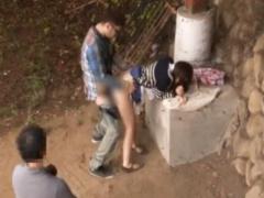 NTR デカマラ他人棒でスレンダー人妻を野外中出し寝取らせを夫が望んだこ...