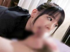 黒髪のおっとりエステ嬢が施術中に客のチンポを取り出しフェラチオ開始www...