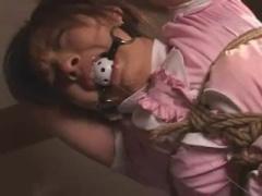 可愛い女の子の全身を縛り上げ、猿ぐつわでも拘束し、やりたい放題犯す鬼...