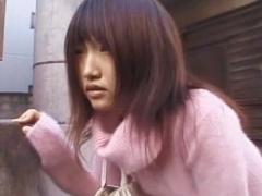 日常に潜むお漏らしの風景 街中で失禁した童顔美少女
