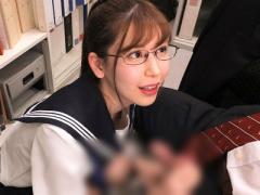 美少女jkがおじさんM男の先生を職員室で他の先生がいるのに机の下で濃厚フ...