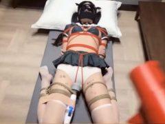 緊縛されたセーラー服美少女がマンコに電マ固定で放置されるwww