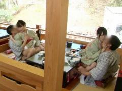 美人仲居が客のチンポにマンコでご奉仕するセクシー旅館ww滞在中はいつで...