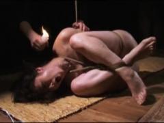 緊縛されSM調教で折檻され悶絶するどM美魔女人妻