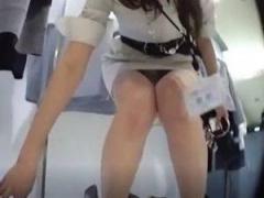 素人盗撮 オシャレな店で働く可愛いショップ店員のパンティーを逆さ撮り! !