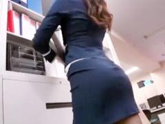 OLのタイトスカートの尻がエロすぎて仕事に集中できない社員にオフィスで...