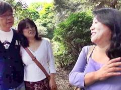 四十路五十路の熟女ナンパ! 積極的ねえ 北海道の観光名所で人妻スワッピン...