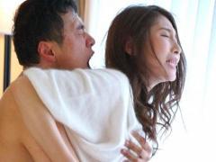 禁欲生活を終えた直後の敏感な人妻が濃厚中出しセックスで乱れまくる!
