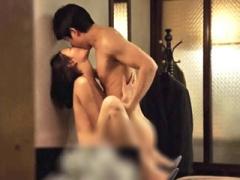 〝韓国濡れ場〟カラダいっぱい感じて、涙を流しながら突かれちゃう可愛い彼女