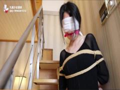 素人SM調教 身動きできないように目隠し口枷緊縛された肉便器美女が電マで...