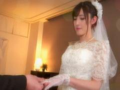 ウエディングドレスの花嫁と中出しセックス!
