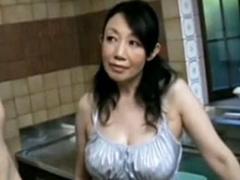 夫のビキニパンツに興奮した六十路の巨乳妻が回春セックス