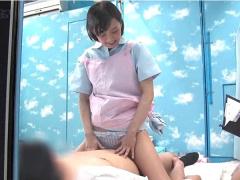 母性本能溢れる看護士の卵が早漏男子のチンポを素股してたらうっかり生挿入!