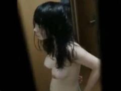 民家覗き 窓の隙間からお風呂上がりの脱衣所盗撮! ! 形の良い適度な大きさ...