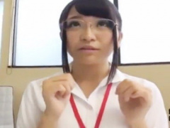 加藤ももかSOD女子社員、仕事に対する本気度は120%! そんな彼女の目の前に...