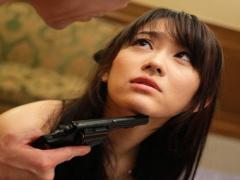 暴力団組織に潜入捜査を命じられた女捜査官、組織のボスの妻となり潜入捜...