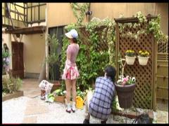 熟女 本当に猥褻なオマンコが見えている油断のありすぎる近所の奥さん! も...