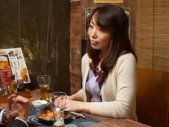 熟女ナンパ 相席居酒屋で一人飲みする四十路妻を自宅に連れ込み…!