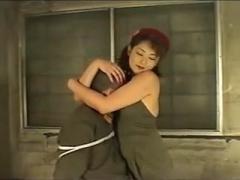 手足を拘束された捕虜をフェラ、強制クンニで弄ぶ美人拘束員