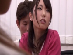 女子アナが会議中に体を触られてチンポでハメられる