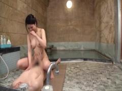 素人 美乳美人のお姉さん、2きりの混浴温泉で欲情し濃厚でいやらしいSEXで...