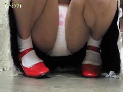 コスプレ女装娘がオナニーしながらお漏らし コスプレ女装娘がベッドの上で...