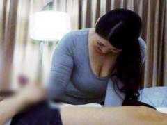 爆乳マッサージ師 出張施術師の美熟女に生チン見せつけワイセツ行為