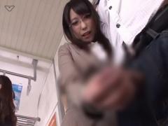 電車の中で痴女OLに射精するまでチンポをしごかれる