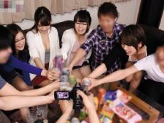 乱交 ナンパ娘と楽しくワイワイお酒を飲み 王様ゲームで盛り上がって 皆で...