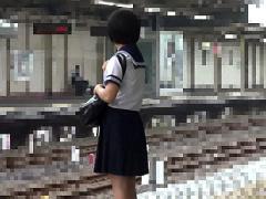 通学中の電車の中で痴漢魔たちに襲われる美少女JK