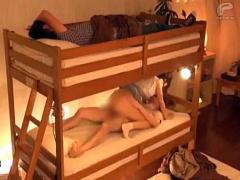 モニタリング 賞金を貰うために2段ベッドで寝ている友達にバレないように...