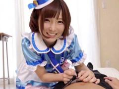 小柄柔らかボディが魅力的過ぎる美少女の佐倉絆ちゃんが完全コスプレ衣装...