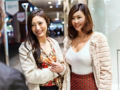 香代37歳 麻里子37歳 美魔女2人組をしみけんとぽこっしーが4Pセックス!
