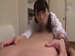 女医 患者のチンポを咥えて体温を測る女医。チンポを扱いて乳首を責め騎乗...