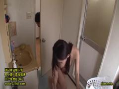 巨乳の奥様! 若い学生 人妻が脱衣場で服を脱ぎ、全裸のボディに大興奮! ! ...