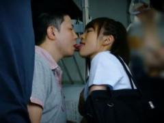 美人JKが汽車内で接吻しながら密着してザーメン搾り取る!