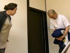 ヘンリー塚本 介護士の絶倫マラを母娘で共有する淫乱女
