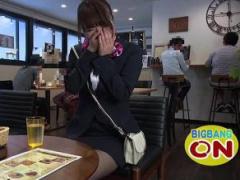 リモコンローターを仕込まれた変態M女が緊縛全裸コートで漫画喫茶露出!