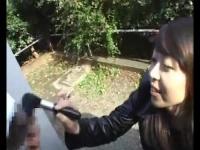 女性におちんちんをいじめられたい変態M男を公園の木陰でしばき倒す素人女...
