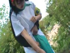 素人 運動会をしている学校に侵入してきた変質者に襲われる体操着女の子!